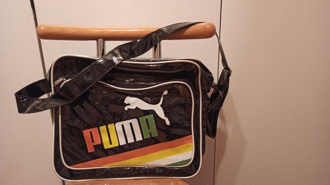 Torba Puma na ramię, czarna, lakierowana zmiesci A4