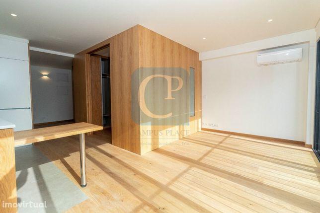 Apartamento T1 novo, com lugar de garagem, ao Hospital S. João