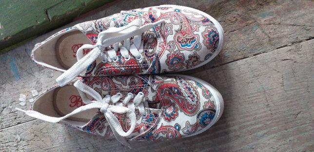 Очень удобная обувь 37 размера