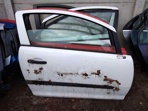 Opel Corsa d drzwi prawe przednie wersja 3d kompletne