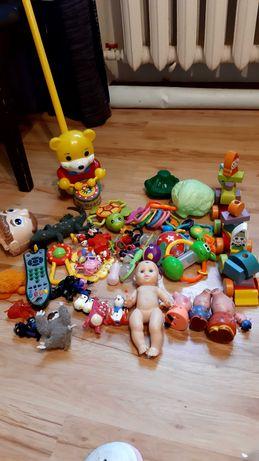 Продам набор разных игрушек,погремушек,куколок б/у