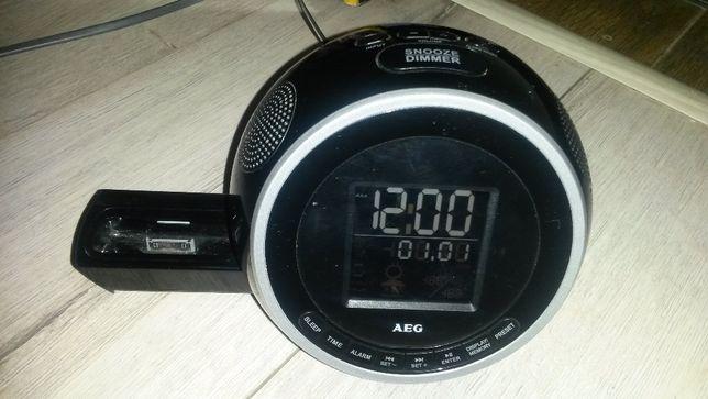 Radiobudzik AEG SRC 4438 ze stacją dokującą do iPod iPhone