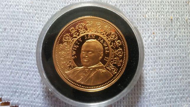 Pozłacany medal z Mennicy Panstwowej z Papieżem Polakiem