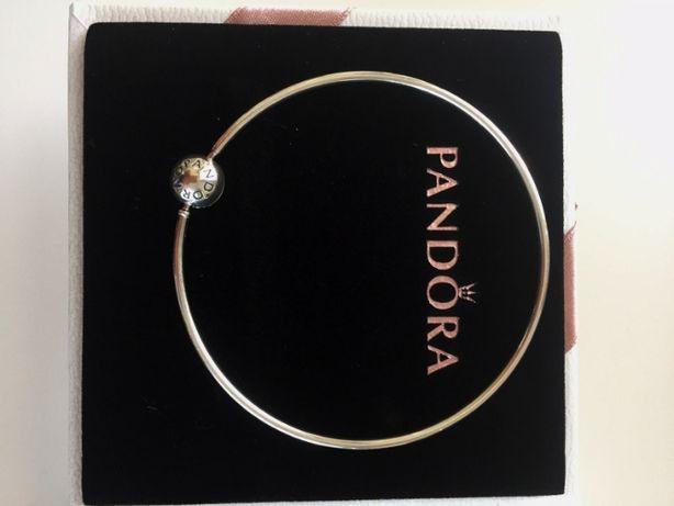 Bransoletka bangle Pandora Essence z okrągłym zapięciem. Srebrna R 20