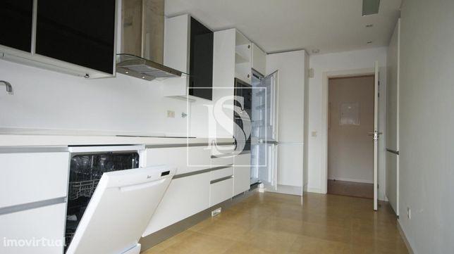 Apartamento T4 em Montijo