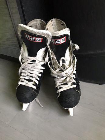 Łyżwy hokejowe hokejówki ccm rozmiar 39/40, długość wkładki 254mm