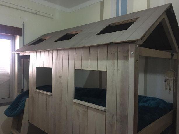 Cama criança beliche em forma de casa
