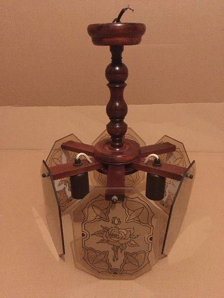 Lampa z ornamentami