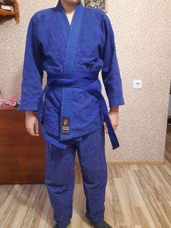 Кимоно синее с белым и синим поясом