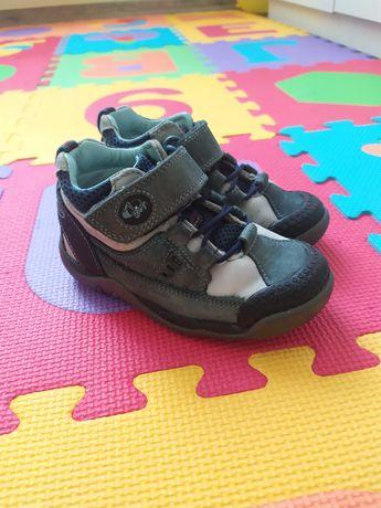 Продам детские ботинки Clarks