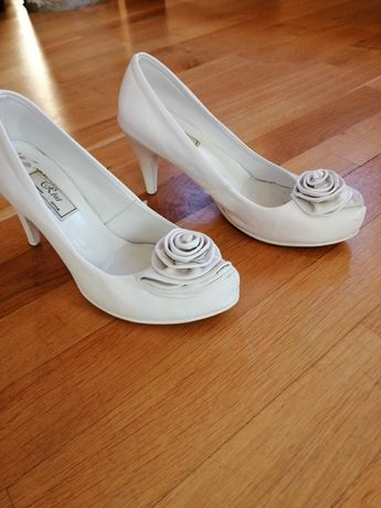 Buty pantofle białe ślubne skóra