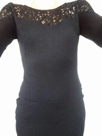 Czarna sukienka z dodatkami koronki