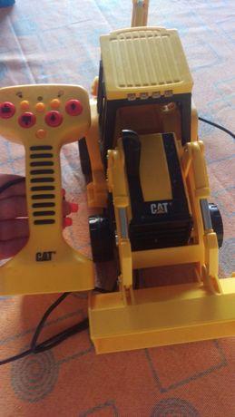 Escavadora telecomandada CAT