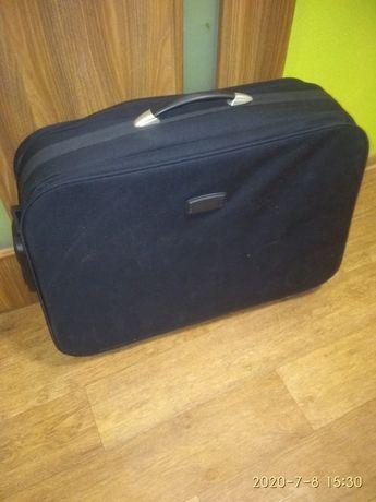 Большой, чемодан