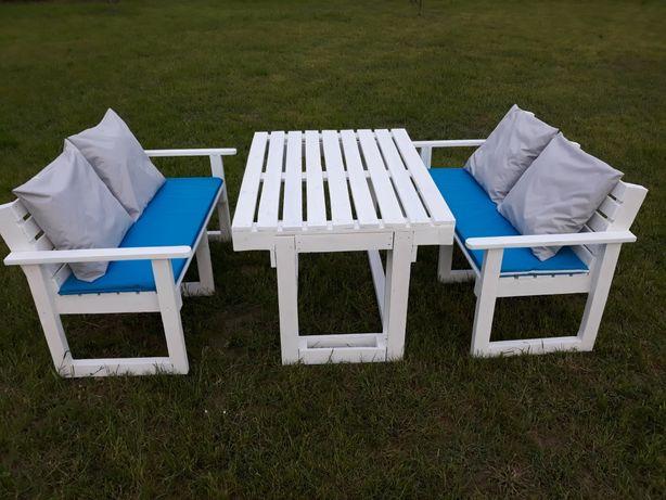 Zestaw mebli ogrodowych, stół, ławki, poduszki, palety