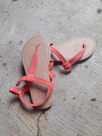 Sapatos dw menina usados  em nuito bom estado