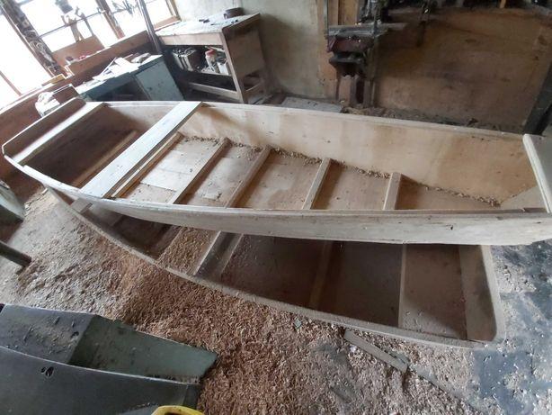Лодка дерев'яна.