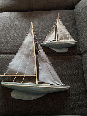 Dois barcos decorativos