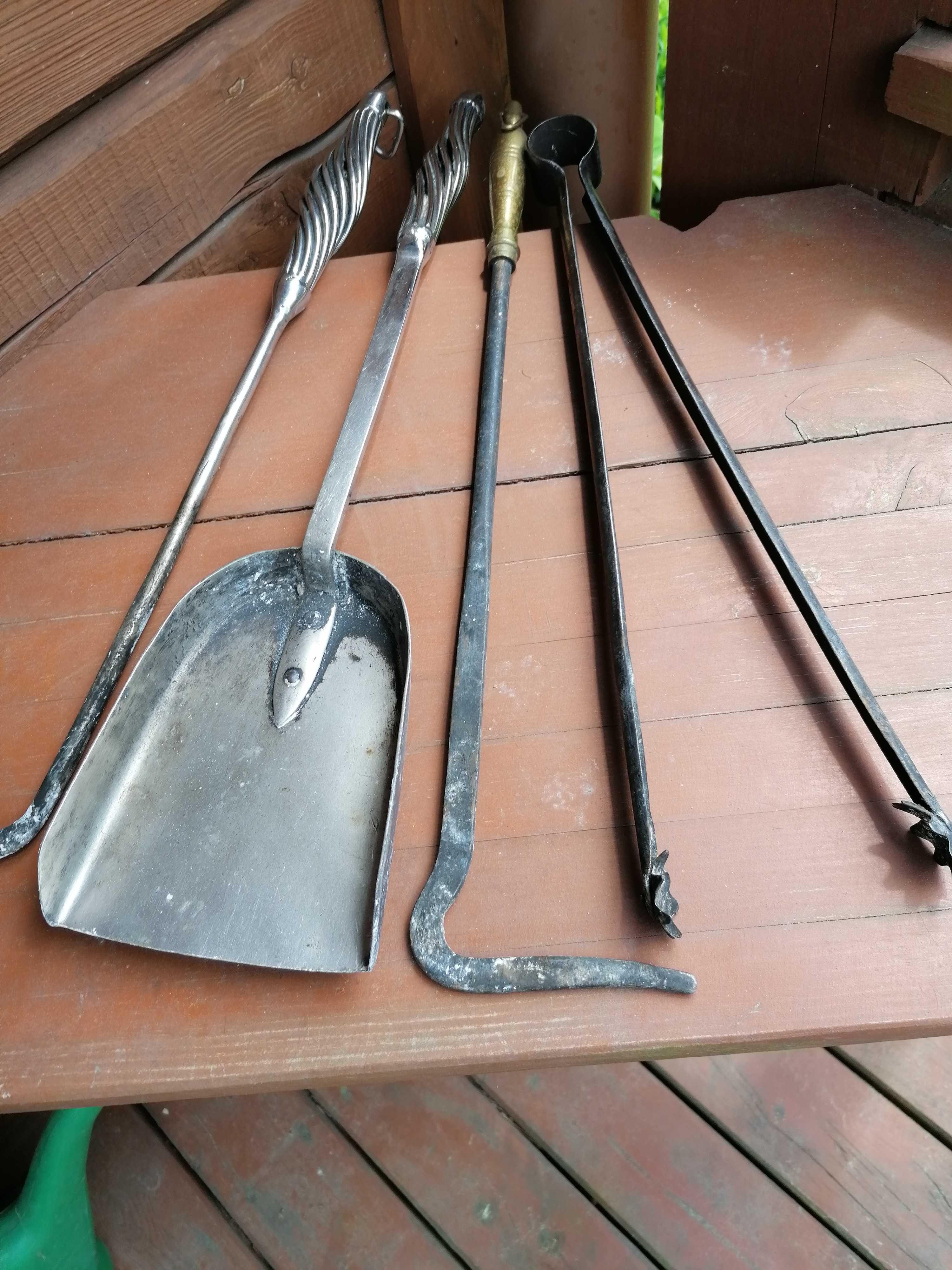 Zestaw antycznych narzędzi kominkowych