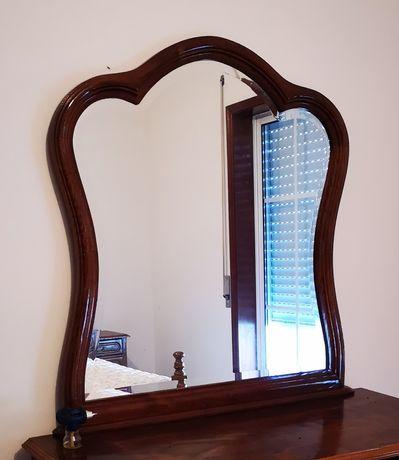 Vendo espelho em madeira.