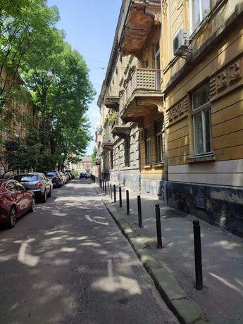 Продаж 2 кімнатної квартири. Центр Львова, вул.Глібова, власний дворик