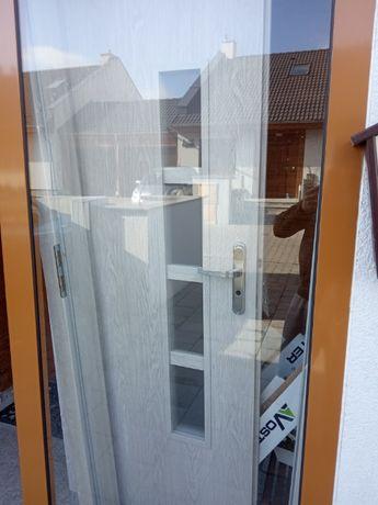 Drzwi z ościeżnicą - używane, stan bdb
