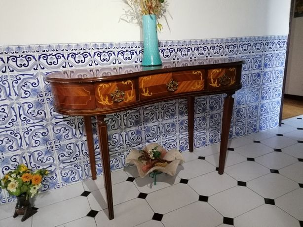Credencia madeira estilo antigo