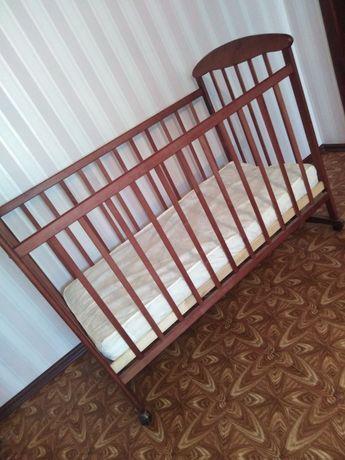 Детская кроватка с новым матрасом