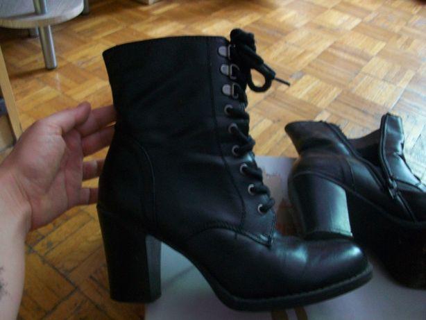Buty botki czarne obcas wiązane wysokie 39 Deichmann skóra ekologiczna