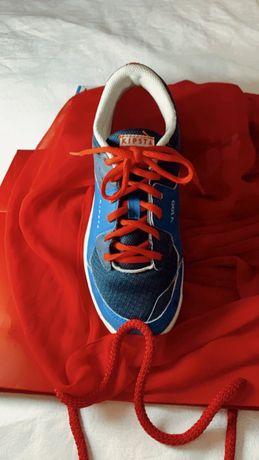 Sapatilhas desporto NR. 39, 2 cores, em muito bom estado.