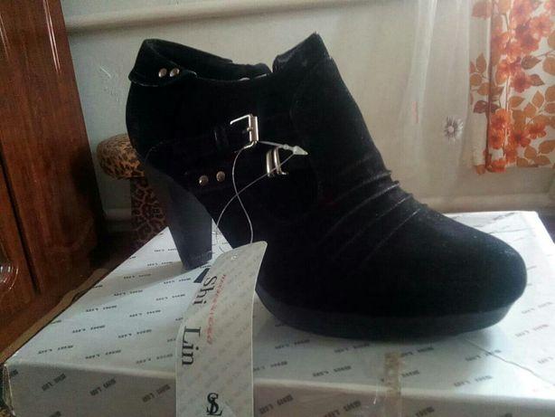 Взуття жіноче осіннє