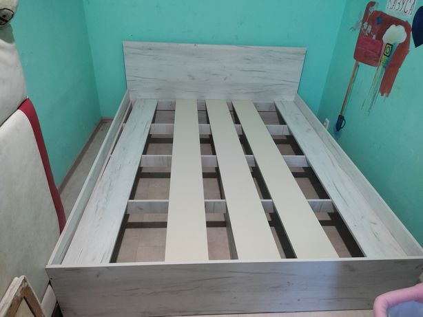 Двуспальная кровать 2 на 1.6 состояние отличное 7000р торг