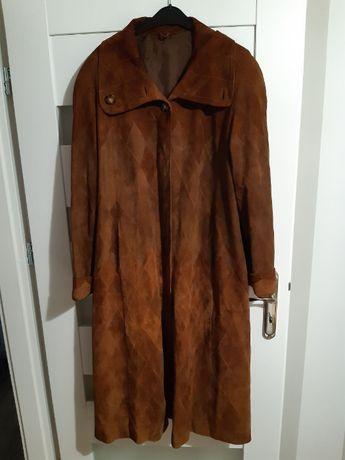 Brązowy skórzany płaszcz