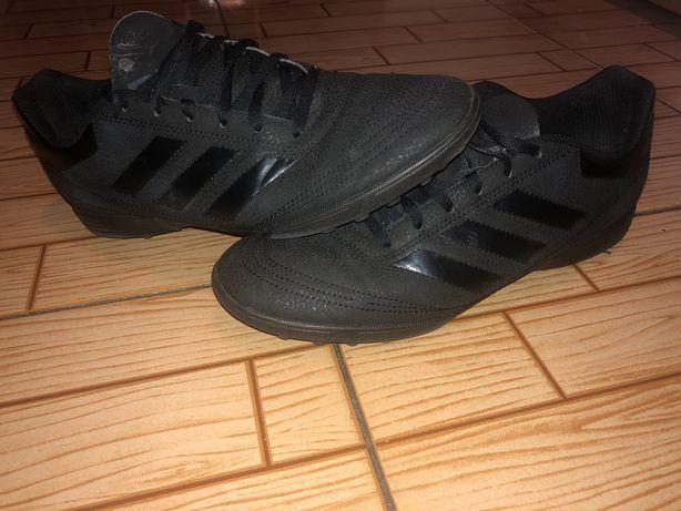 Buty piłkarskie adidasa