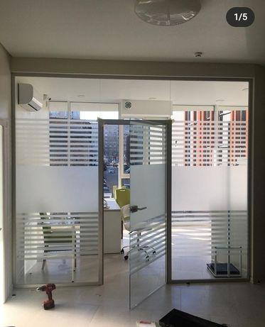 Офісна перегородка,тамбур , скління, конструкції з скла