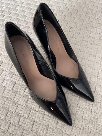 Туфли лодочки лаковые черные Zara