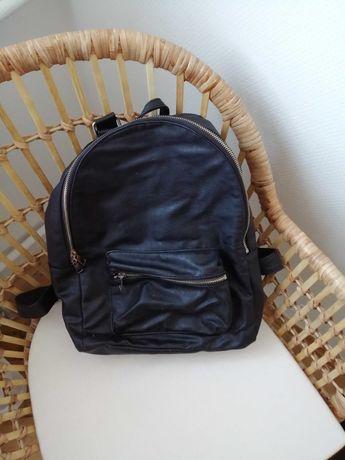 Plecak czarny (mieści 4)