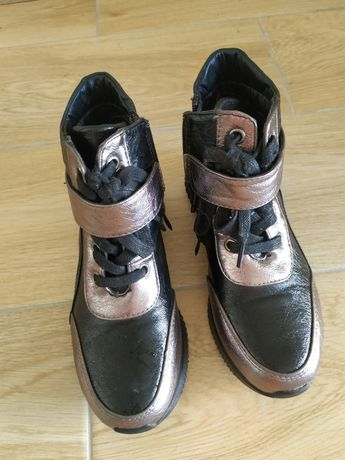 Продам ботинки осень на девочку 32 размер