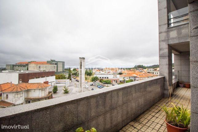 Apartamento T4 para venda Centro Carvalhos