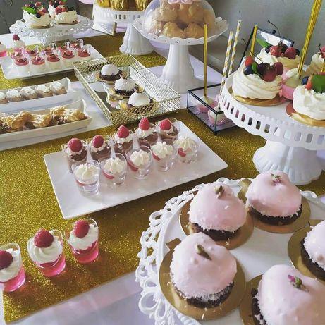 Słodki stół torty paczki