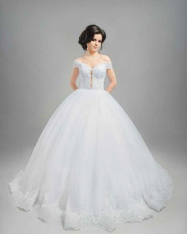 Ексклюзивное свадебное платье, белое.