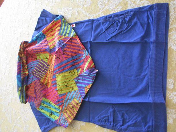 T-shirt azul com lenço colorido