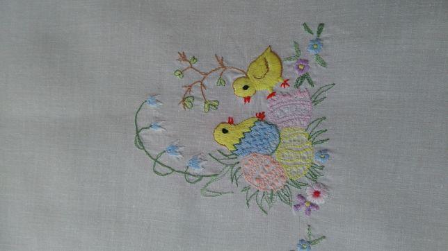 Obrus serweta haftowany kurczaki kurczątka pisklęta