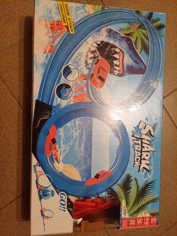 Zabawka Shark Track wyrzutnia z pętlą z autkiem