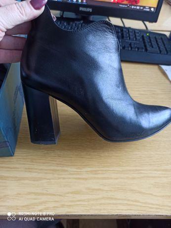 Продам кожані ботинки