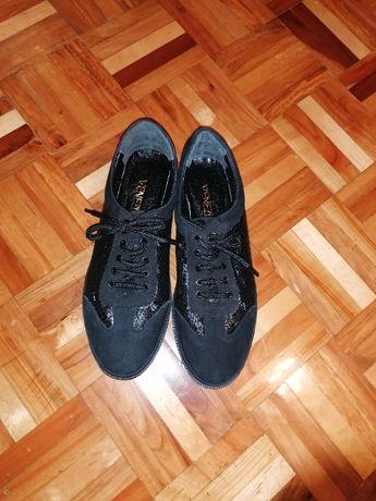 Nowe obuwie buty sportowe półbuty Venezia rozm. 39