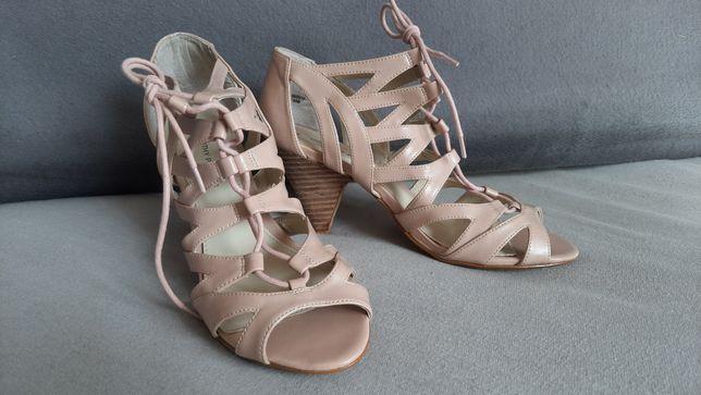 Sandałki  rzymianki, wiązane,  nowe, śliczne