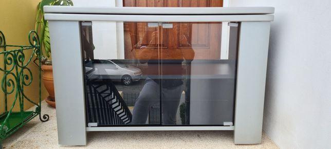 Móvel TV com portas em vidro