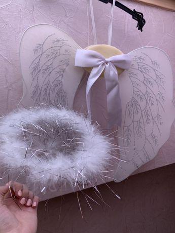 Крила і німб ангелика