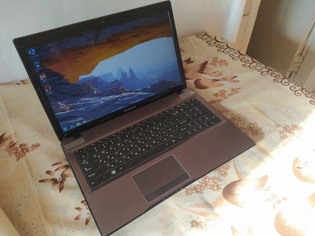 Ноутбук Lenovo Z570 (Игровой) стоял в офисе, состояние отличное